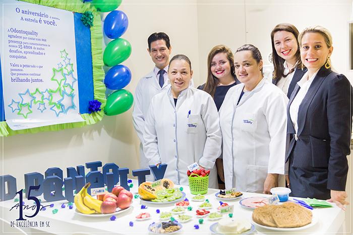 Equipe de Dentistas da Odontoquality mudança de hábito alimentação saudável empresa