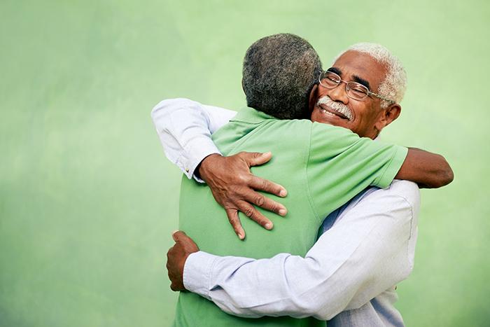 as relações com amigos e família na terceira idade previnem doenças