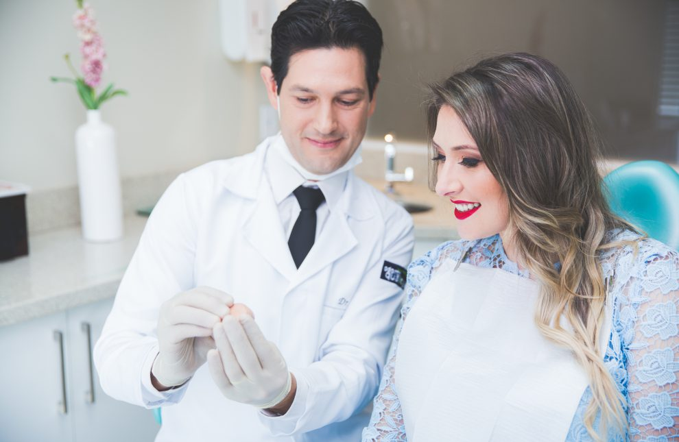Lentes de contato dentais: descubra tudo sobre o tratamento!